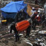 Logran pasarle agua a tres de los once mineros atrapados en mina de Honduras