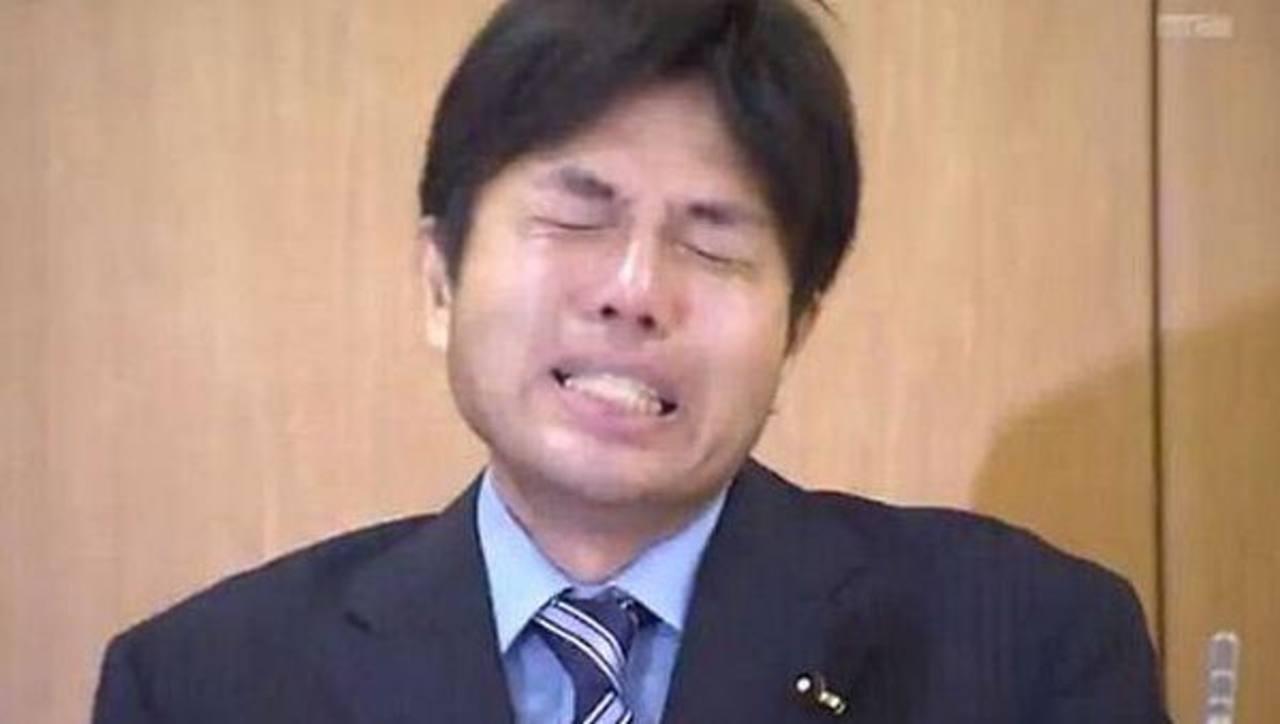 El lloriqueo de un político japonés acusado de corrupción conquista internet