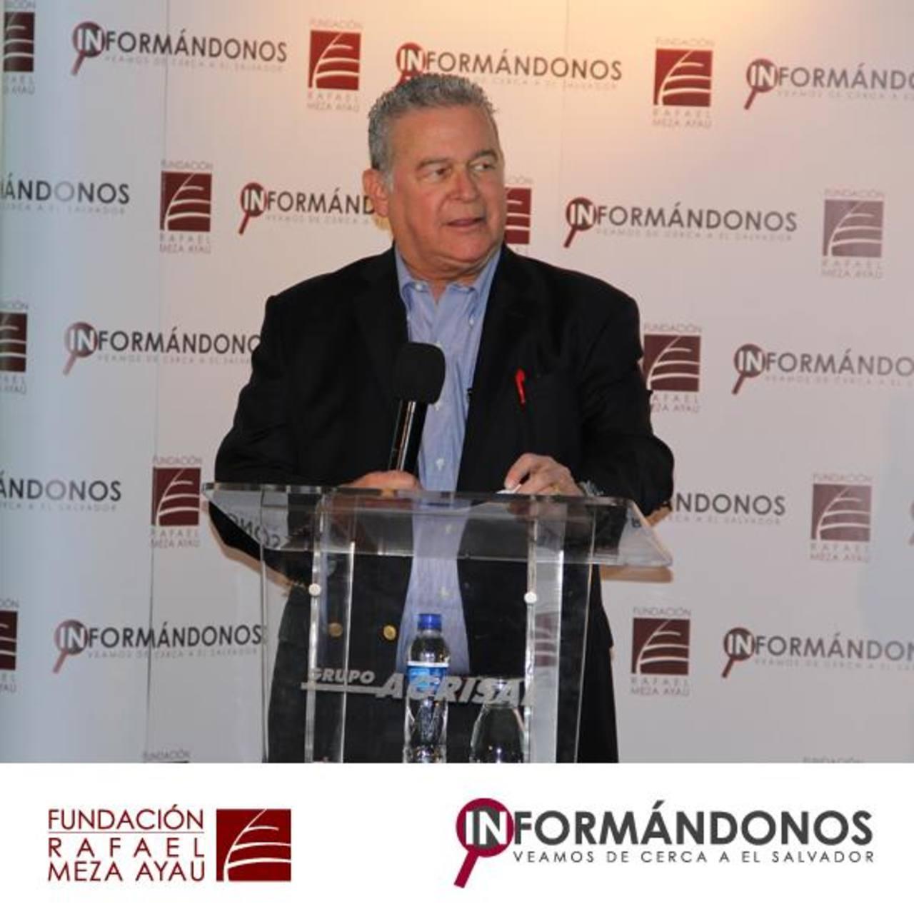 """Las palabras de apertura al primer foro """"Informándonos"""" estuvieron a cargo de Roberto Murray, presidente de la Fundación Rafael Meza Ayau, la cual tiene 43 años de trabajo social. Foto edh / Cortesía."""