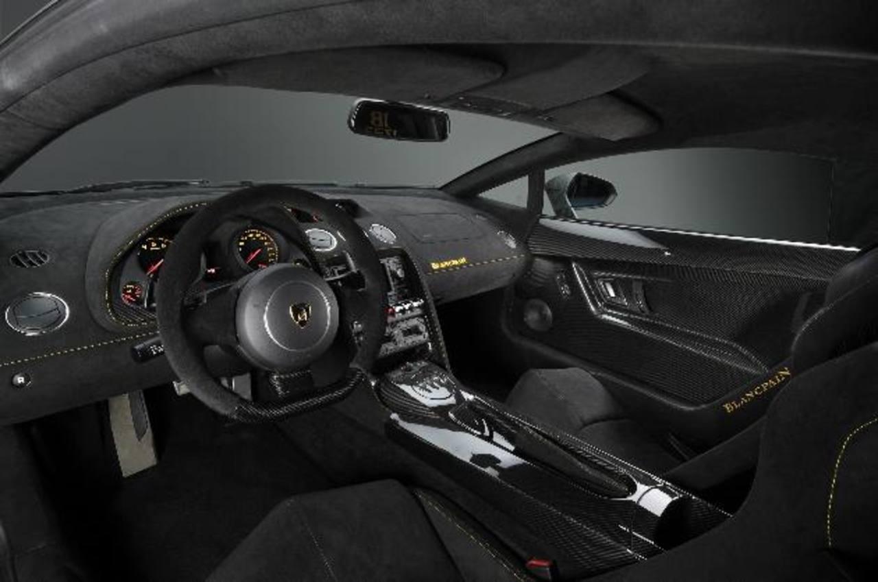 Chico regala Lamborghini a novia ¿Cómo reacciona ella?