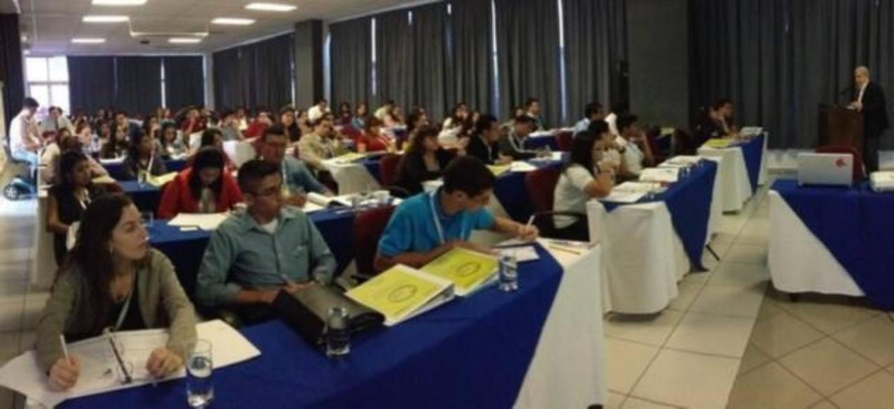 """Cerca de un centenar de jóvenes asisten al seminario """"Promueve tu País"""""""