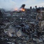 Pedazos del avión Boing 777 de Malaysia Airlines que cubría la ruta Amsterdam - Kuala Lumpur quedaron esparcidos en una amplia zona del este de Ucrania el pasado jueves 17 de julio.