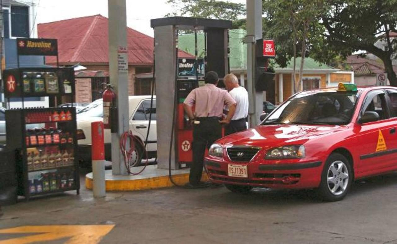 Costa Rica tiene los precios de gasolina más altos en C.A.