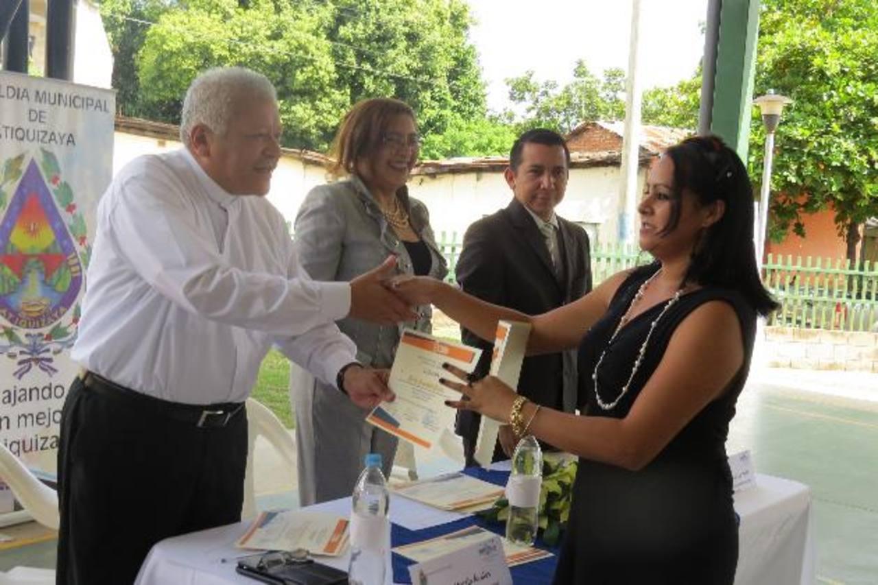 Los beneficiados expresaron que las charlas les permite tener una mejor preparación para optar a un puesto de trabajo. Foto EDH / roberto díaz zambrano