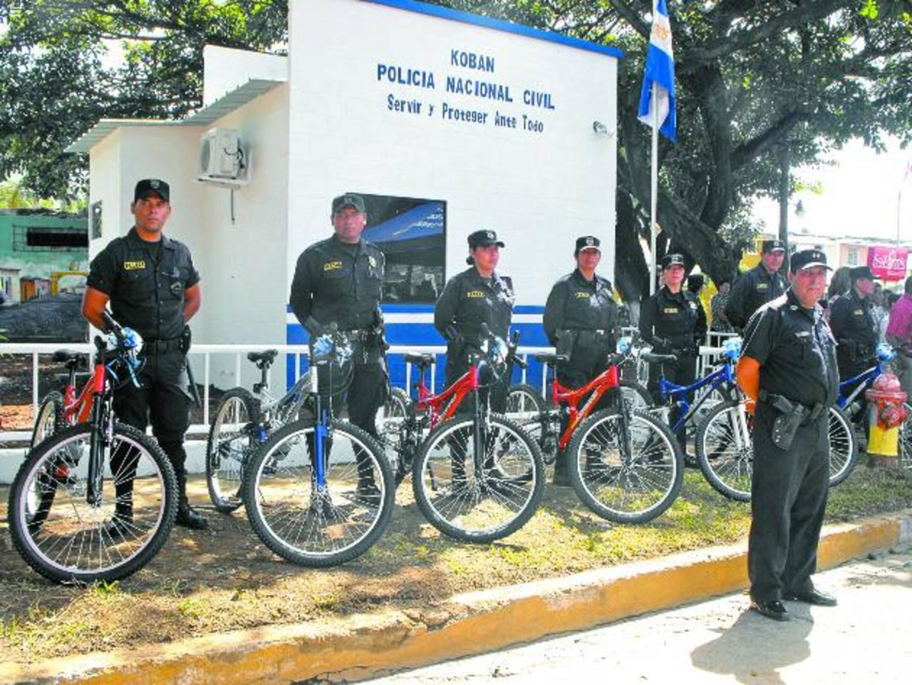 La Embajada de Japón también entregó ocho bicicletas para que sean utilizadas en los patrullajes por las diferentes comunidades. Foto EDH / MAURICIO Guevara