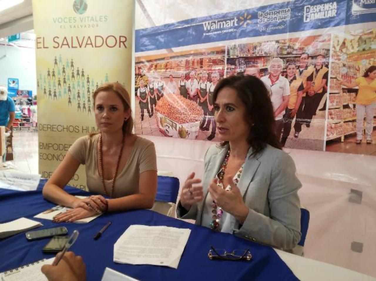 Alexandra Araujo de Sola , de Voces Vitales y Claudia de Ibáñez , de Walmart. Foto EDH /david rezzio