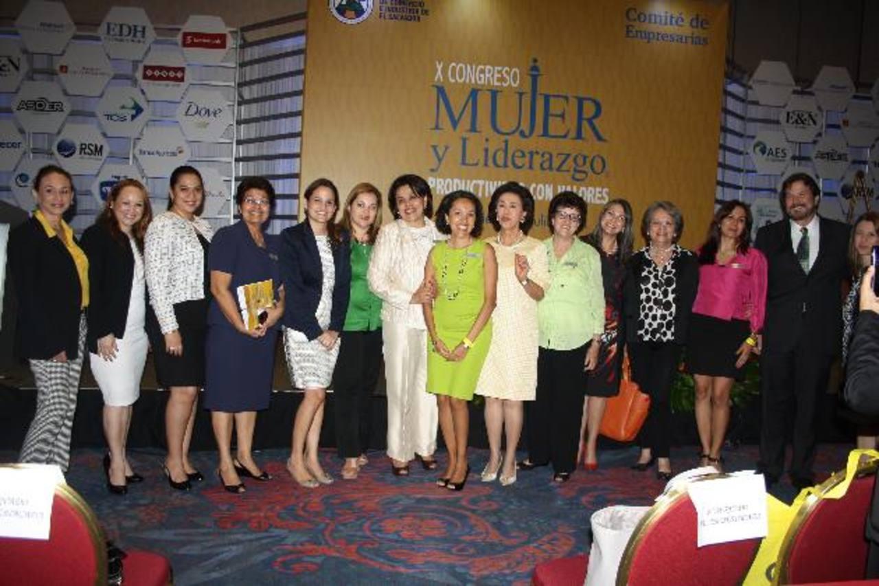 """El pasado 2 de julio se celebró el décimo congreso """"Mujer y Liderazgo"""", organizado por el Comité de Empresarias de la Cámara de Comercio e Industria de El Salvador. FOTO edh / cortesía"""