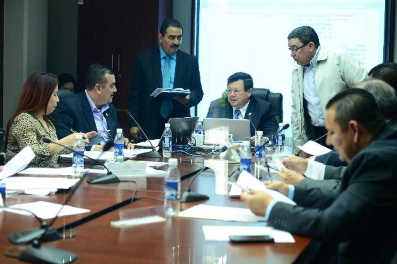 Diputados de Comisión Seguridad planean llevar hoy al pleno aval a reformas a Ley Anti- Lavado de Dinero. foto edh / JORGE REYES
