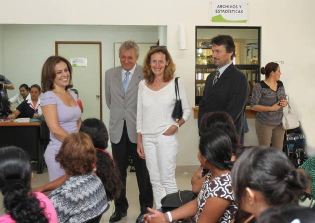 Durante la visita, le acompañó la secretaria de inclusión social, Vanda Pignato. Foto EDH / Cortesía