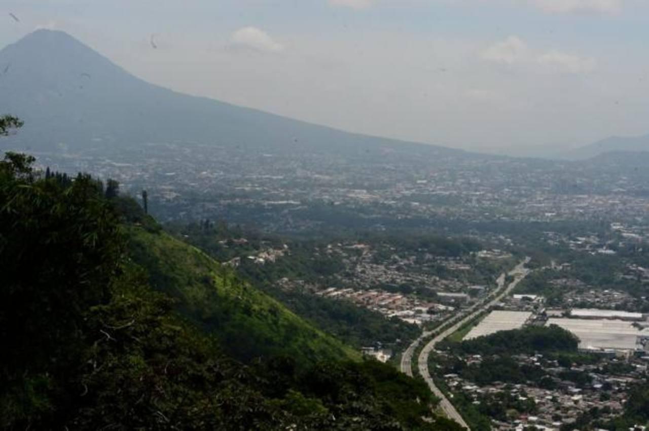 Vista de San Salvador desde los Planes de Renderos.