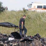 Casi 200 cadáveres del avión Malaysia aguardan en un tren su identificación