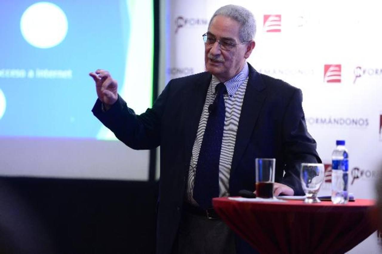 Joaquín Samayoa, especialista de Fepade, sostiene que la docencia es poco valorada en el país. Foto EDH / jorge reyes