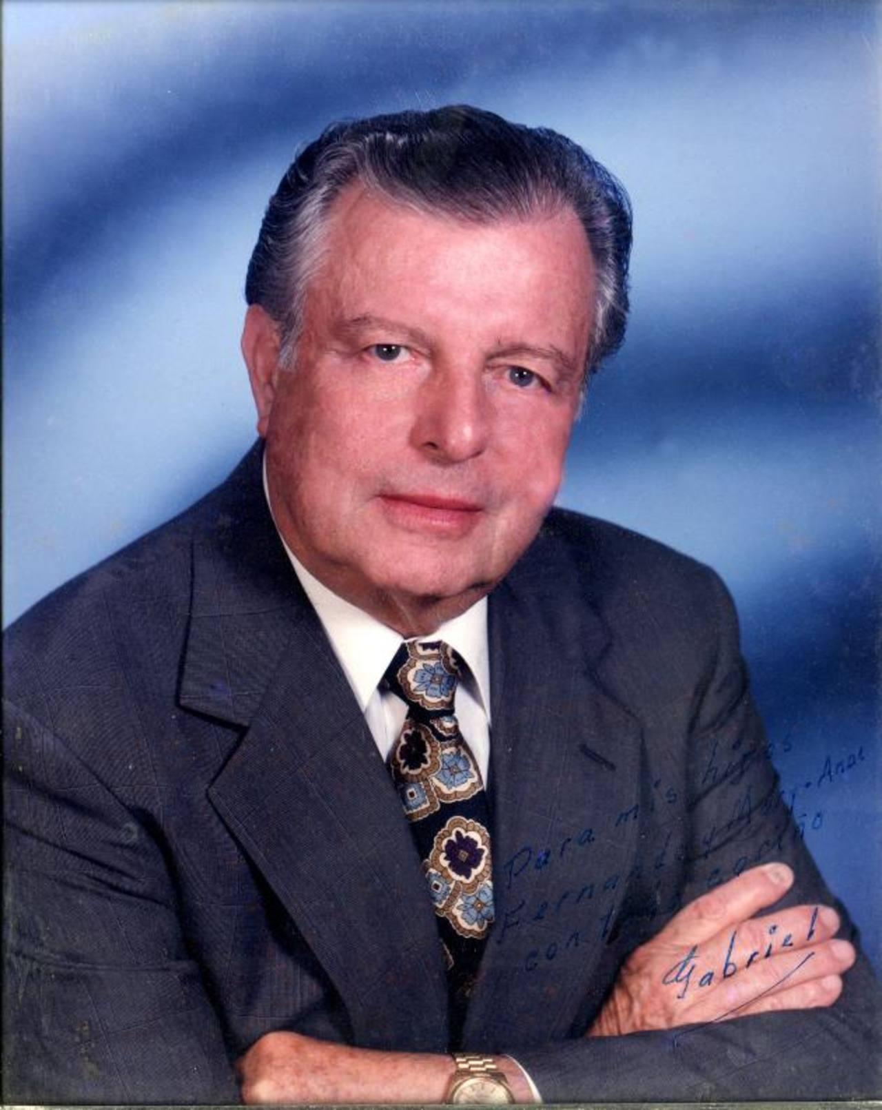 Era Máster en Química de Suelos y en 1967 fundó su primera empresa Sertesa. Foto EDH /cortesía Familia Montenegro Don Gabriel Montenegro (al centro de la primera fila) disfrutaba de reunir a la familia completa. foto edh / CORTESÍA
