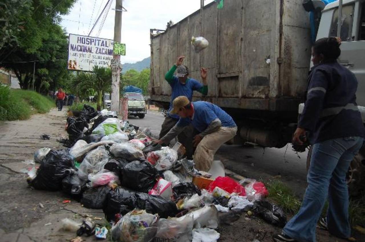 La jornada de recolección se inició a primeras horas de la mañana, según lo acordado. Foto EDH / Jaime Anaya