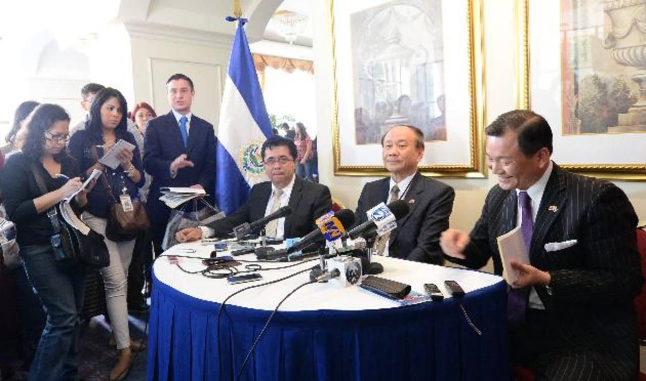Funcionarios de El Salvador y Taiwán revisaron la relación comercial. Foto EDH/ claudia castillo