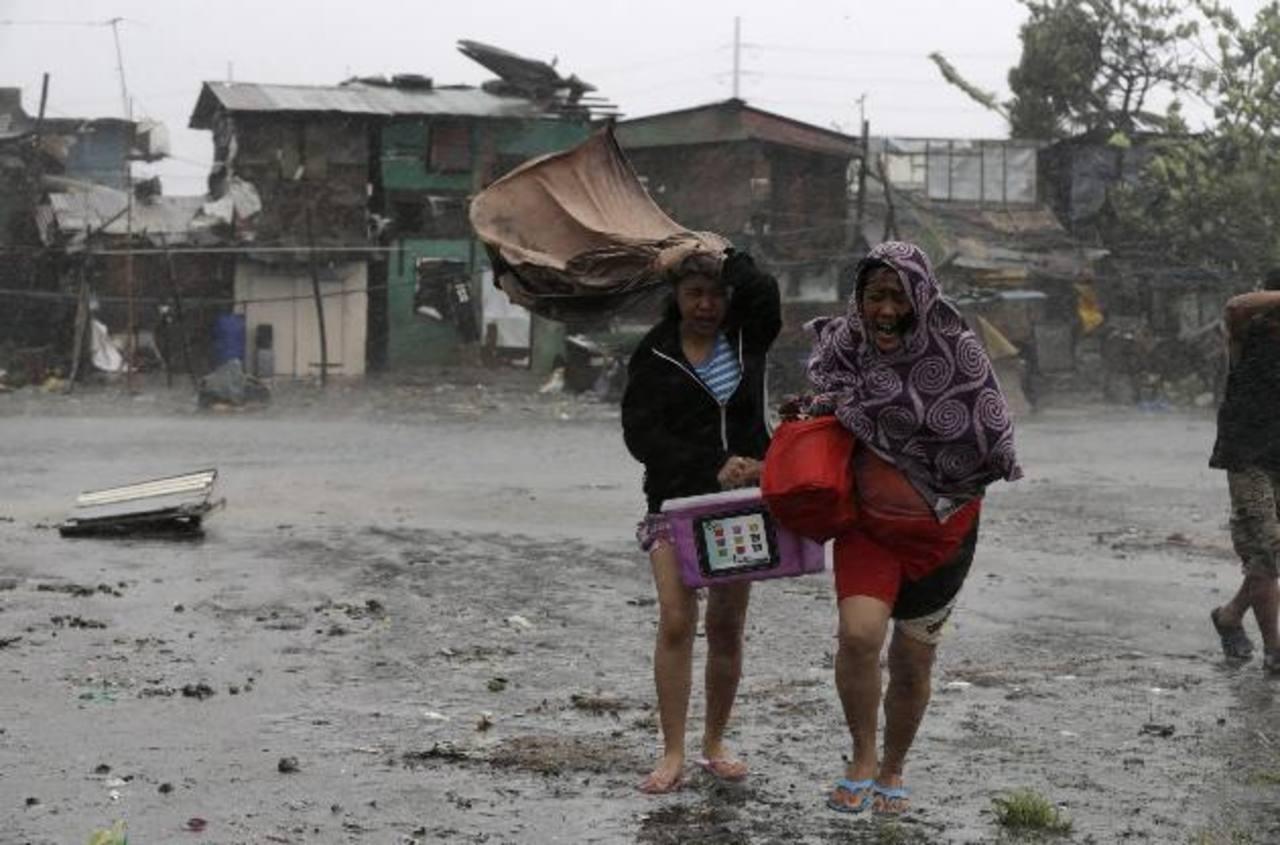 Filipinas evacúa a más de 80 mil personas ante la llegada de un potente tifón