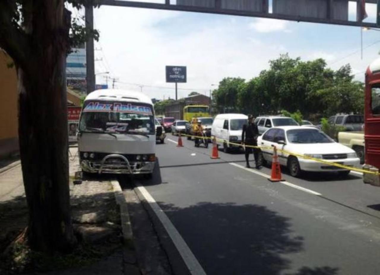 Muere en hospital motorista de ruta 44 tras asalto a microbús