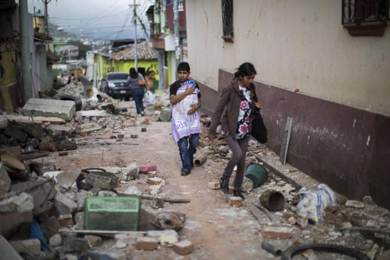 Decretan calamidad pública tras sismo en Guatemala