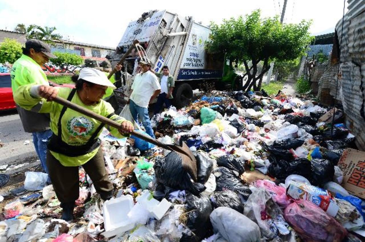 Mejicanos ha acumulado más de 500 toneladas de basura por protesta de los empleados por falta de pagos. Foto EDH / Jorge reyesLa comuna usuluteca está impartiendo cursos de computación a la población de la cabecera. Foto EDH /archivo
