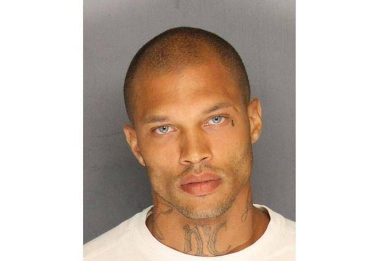 """El preso """"modelo"""" no quiere que lo fotografíen con uniforme carcelario"""