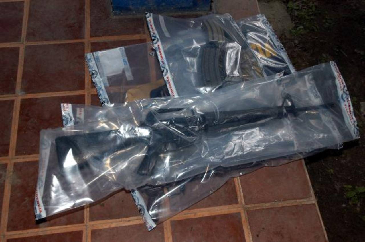 Exdirector de la PNC, Francisco Salinas, investigado por extravío de armas de la FAES