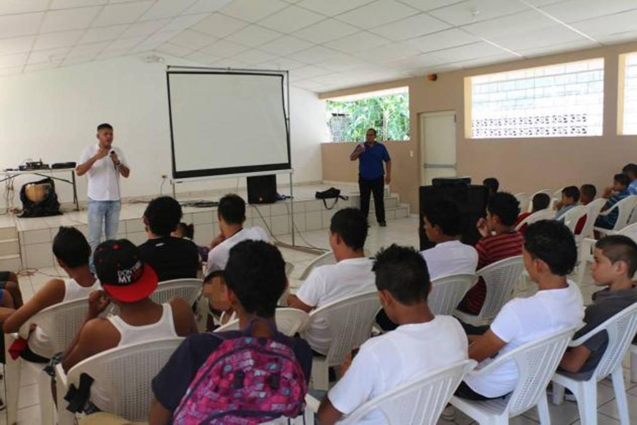 Son 18 los estudiantes que se han inscrito en el bachillerato virtual. Foto EDH / insy mendoza