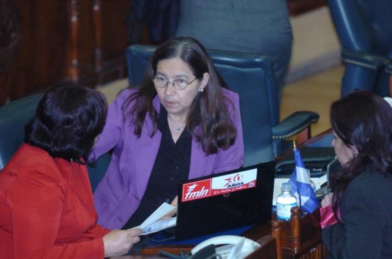 La diputada del FMLN, Norma Guevara, durante una de las plenarias de la Asamblea Legislativa. Foto/ Archivo