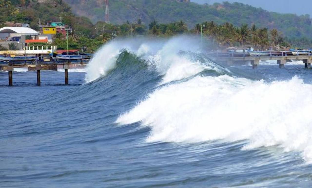 Prevén olas más rápidas y altas en la costa salvadoreña