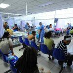 Pacientes permanecen en la sala de Emergencia del hospital nacional Rosales.