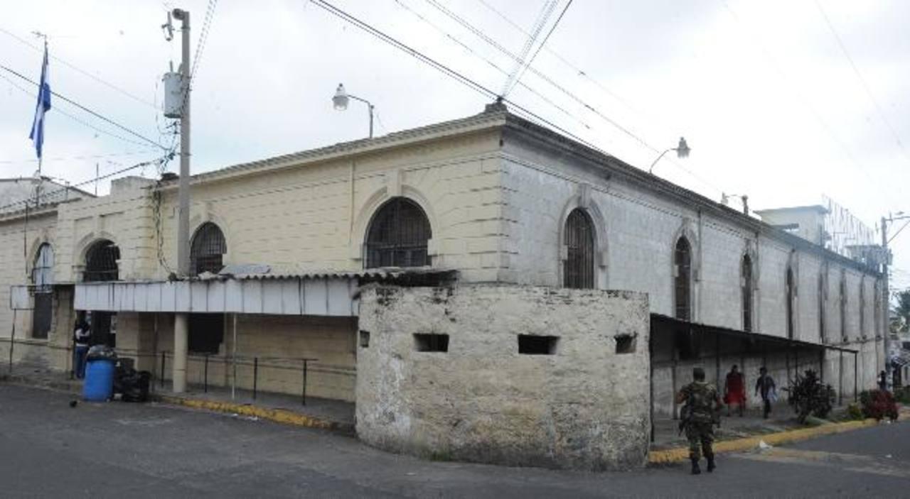 En el penal de Cojutepeque se suspendió una requisa tras una reunión con autoridades. Foto EDH