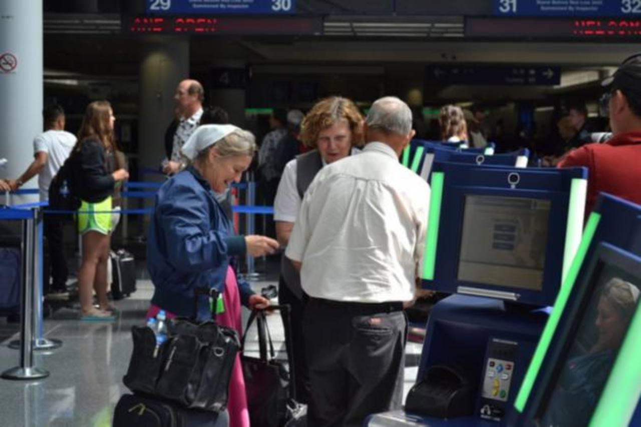 EE.UU. prohíbe dispositivos móviles apagados en los aviones