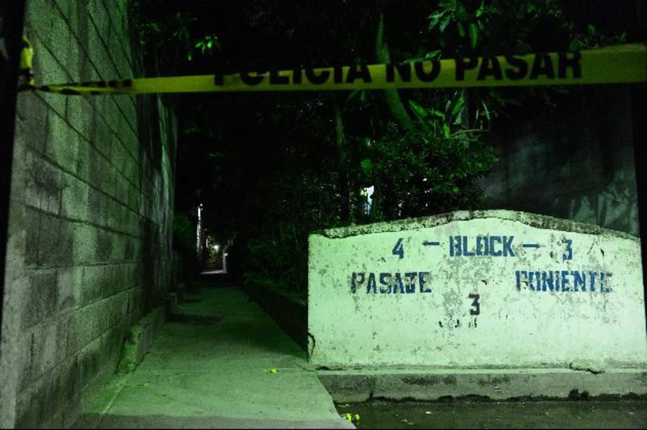 Un supuesto pandillero fue asesinado ayer por la noche en Nueva Apopa, afirmó la Fiscalía. Foto EDH /rené Estrada.