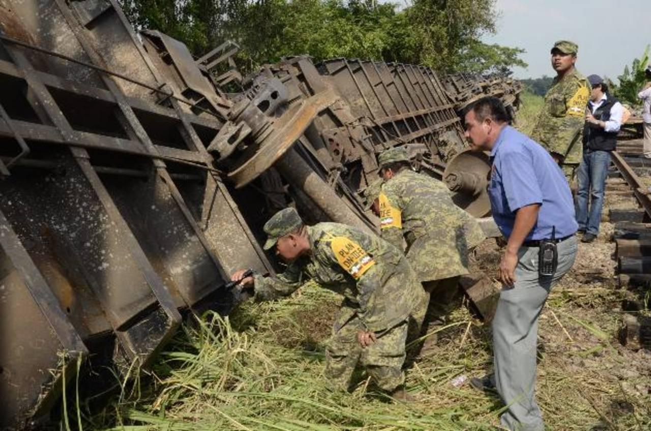 """Varados 1,300 migrantes centroamericanos tras descarrilamiento de """"La Bestia"""""""