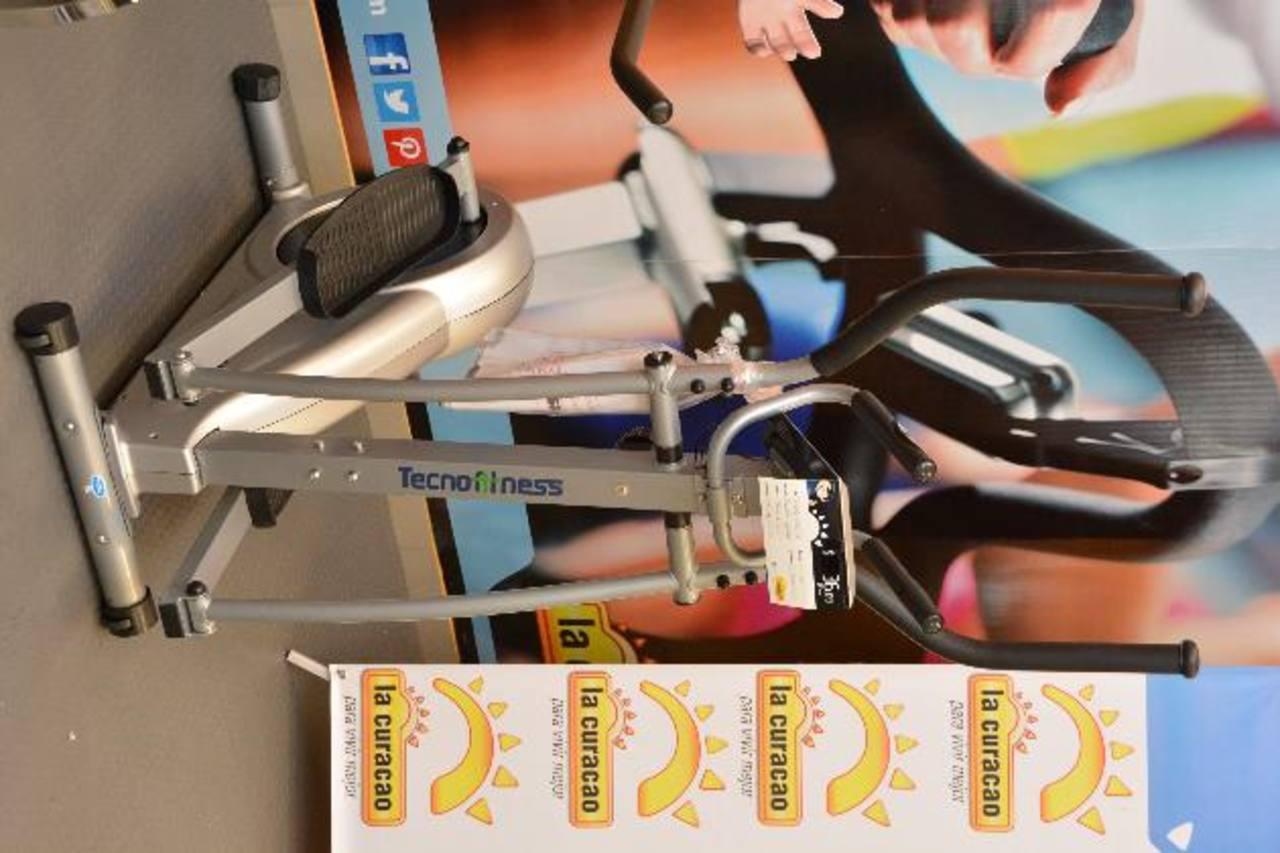 Esta marca aplica tecnología en cada uno de sus productos. Foto EDH/ David RezzioRicardo Rivera, de la Curacao, habló sobre las ventajas de los productos. FOTO EDH/ David Rezzio