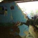 Varias viviendas resultaron con daños moderados por un deslizamiento registrado ayer en Nueva Esperanza Monte Blanco, Purulhá.