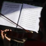 La Orquesta Sinfónica Juvenil Don Bosco debutó hace más de un año y continúa reclutando talentos jóvenes en zonas asediadas por la violencia social. foto EDH / EFE