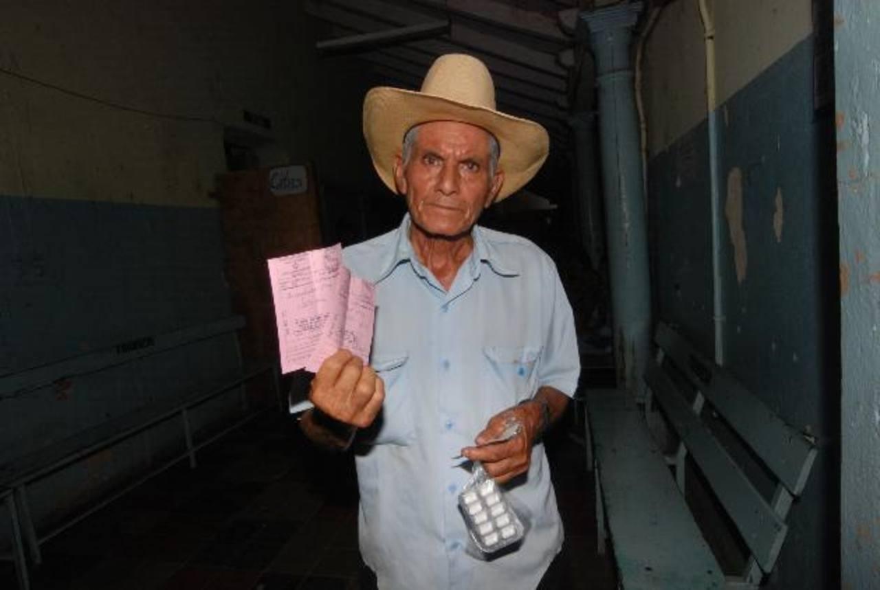 Fermín Santos recibió dos de cuatro medicamentos que le recetaron en Santa Ana.