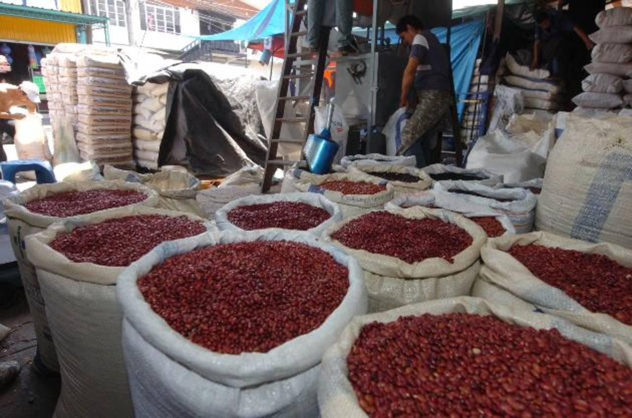 El 71 por ciento de la población hondureña tiene en su dieta básica el consumo del frijol rojo. foto edh / archivo