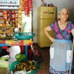 Teresa Argueta, es una de las afectadas por el servicio irregular de energía. FOTO edh/ jenny ventura