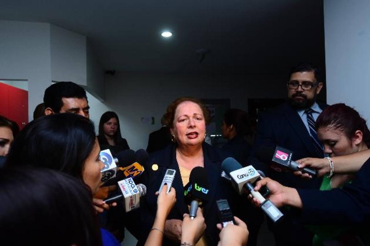 La Embajadora de EE. UU., Mari Carmen Aponte, dijo estar esperanzada y contenta con las discusiones a la Ley Antilavado de Dinero. FOTO EDH / omar Carbonero