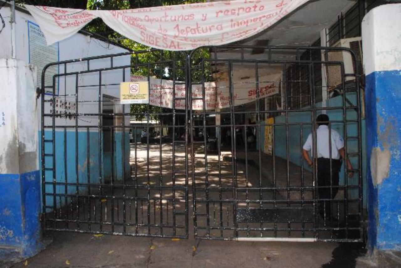 Los chalets serán ubicados en la acera del hospital, lo que causa malestar en autoridades de Salud. foto edh / insy mendoza