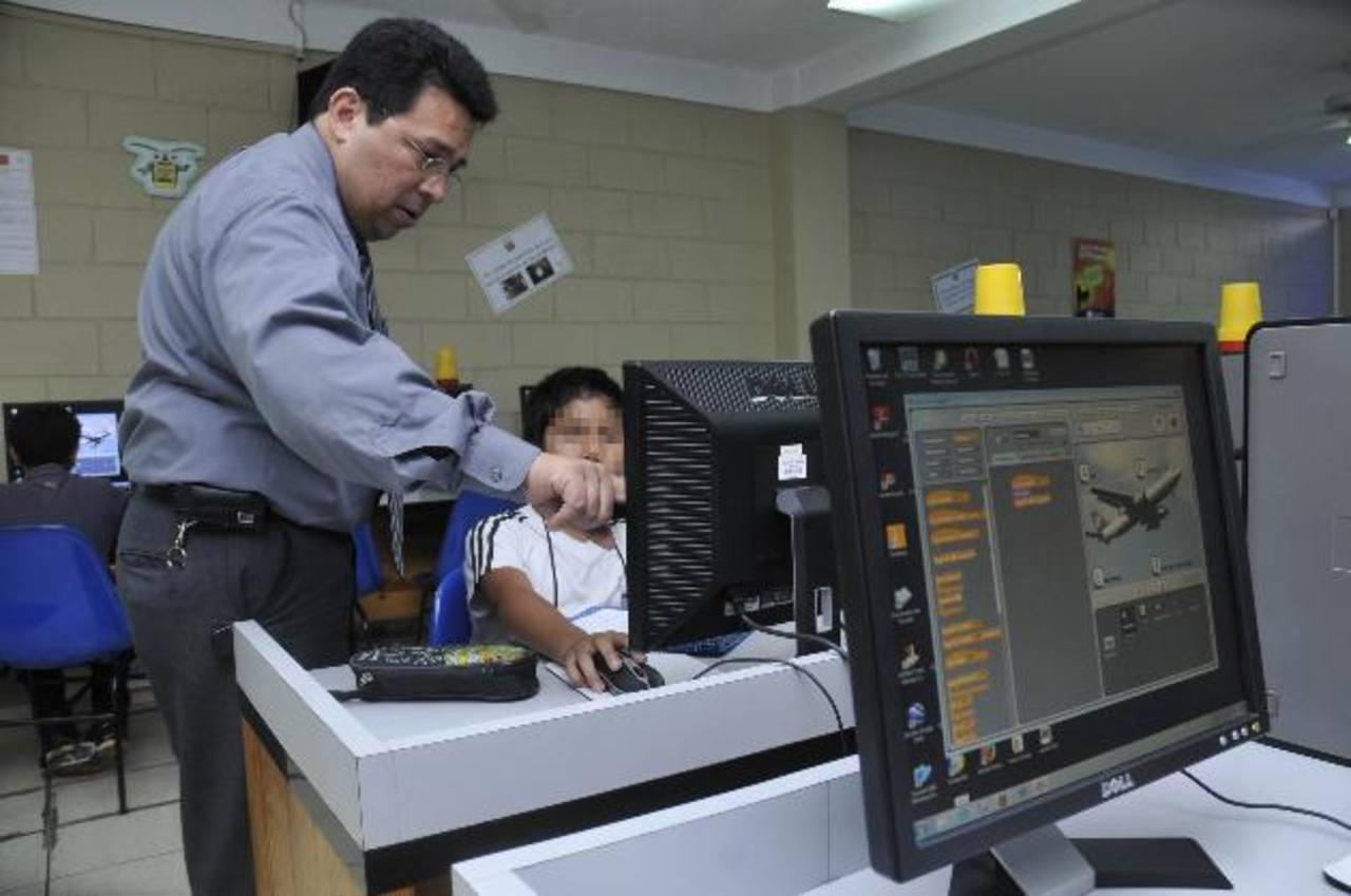El sector privado brinda asistencia en infraestructura y tecnología. Foto EDH