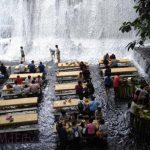 Villa Escudero, a los pies de una cascada, en Filipinas.