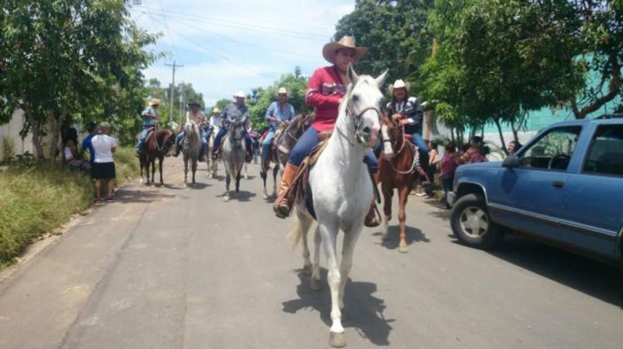 Fotos: Santa Ana realiza desfile hípico