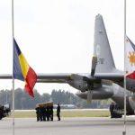 Transportan a Holanda a víctimas de avión malasio