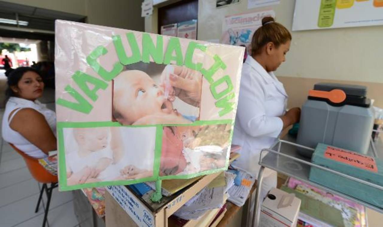 Una enfermera en la unidad de San Miguelito, en el área de vacunación. foto edh