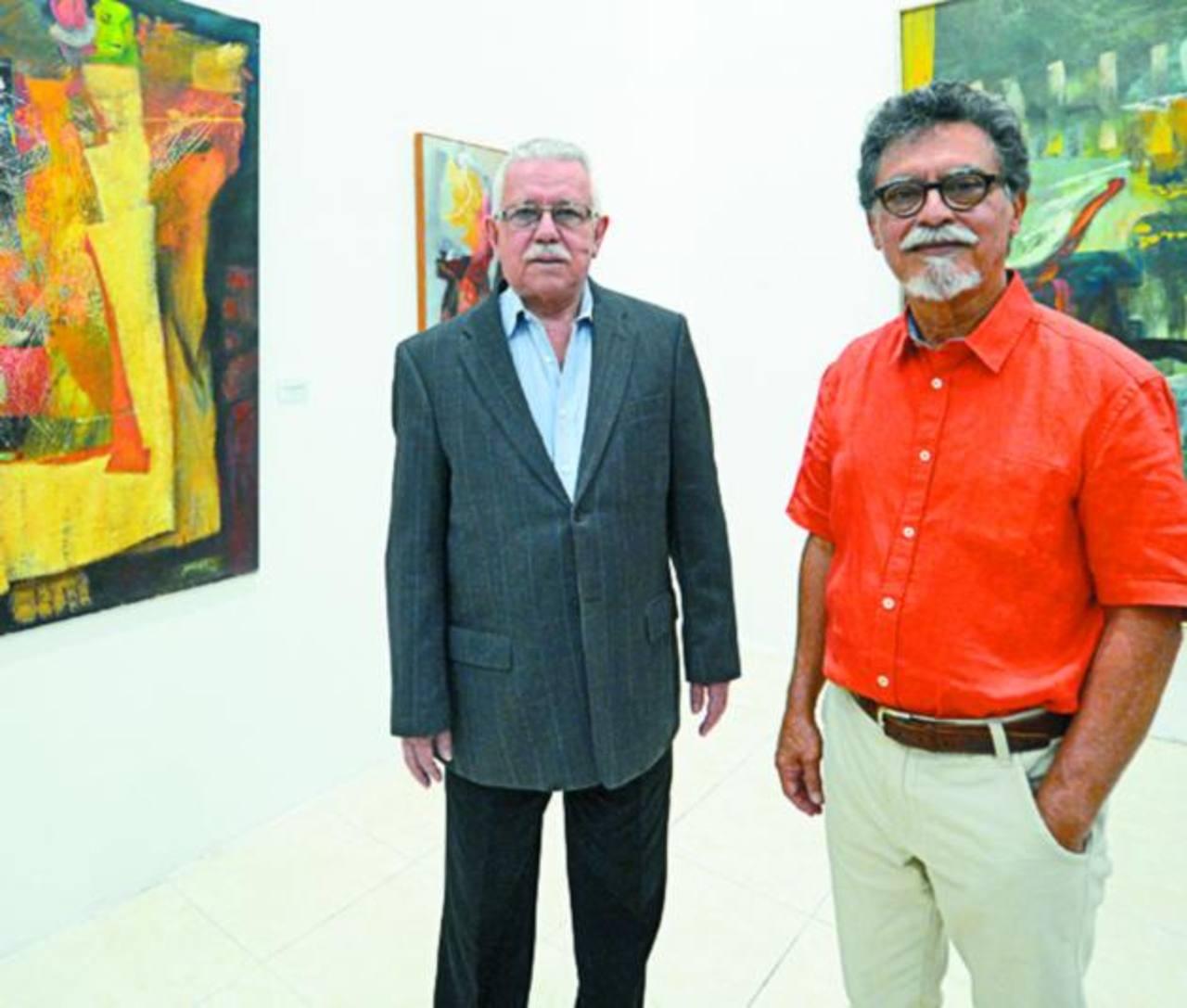 Roberto Galicia, director del Marte, junto al artista reconocido.