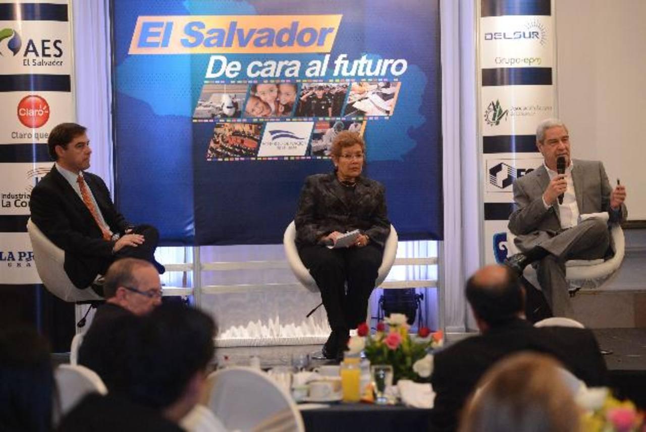 Los analistas participaron en el Foro El Salvador, de Cara al Futuro. foto edh / douglas urquilla