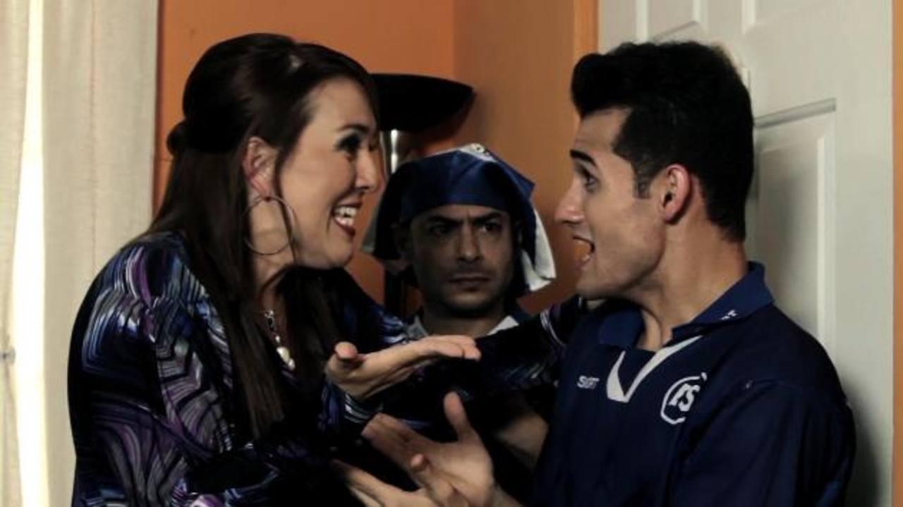 Regina Cañas (Amelia), Pacún López (Mago) y Carlos Arrechea (Luis), en una de las escenas. Foto Cortesía Clak Film