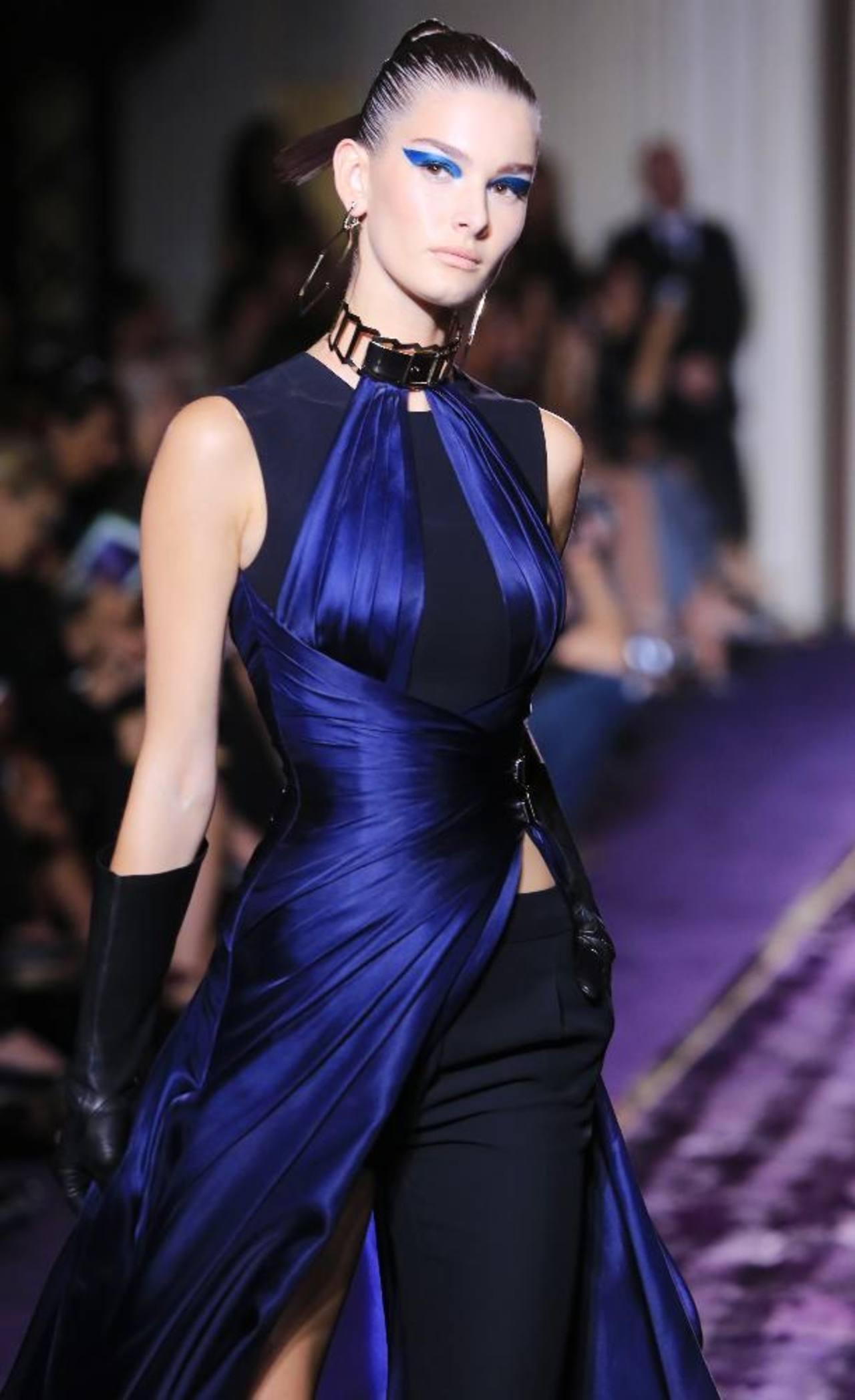 Una mujer sensual y moderna predomina en la colección de la diseñadora italiana Donatella Versace. foto EDH